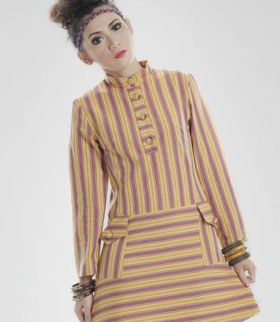 Low waist line dress with standing polo colar